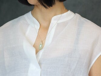 グリーンカルセドニーとシルバーのネックレスの画像