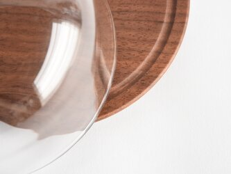 ウォールナットのガラスドームの画像