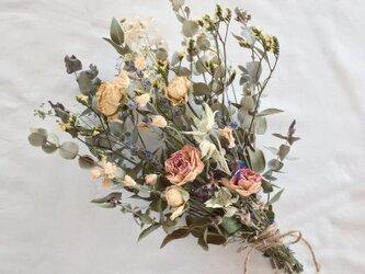 《送料無料》バラとユーカリのブーケ・スワッグ ※ラッピングは別途ご購入お願いします。の画像