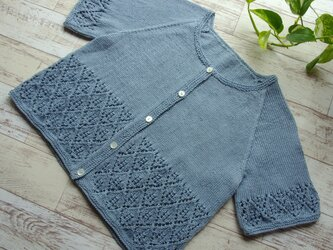 コットン糸で編んだショート丈の半そでカーディガン(ラグラン袖)の画像