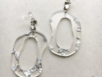 clear hoop earring…の画像
