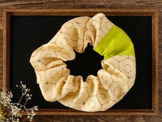 亀甲文の幸せ髪飾り きものシュシュ プレミアムの画像