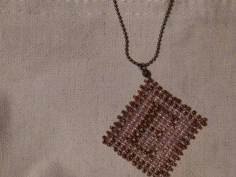 アルファベット ビーズ チャーム Eの画像
