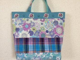 花柄とチェックのトートバッグの画像