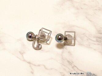 Cube catch pierce silver×gray pearl(片耳販売)の画像