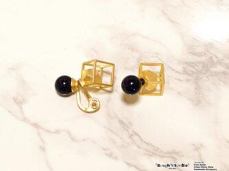 Cube catch pierce Gold×blue gold stone (片耳販売)の画像
