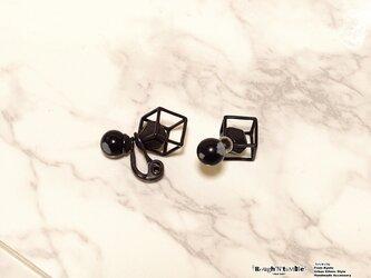 Cube catch pierce Black×obsidian(片耳販売)の画像