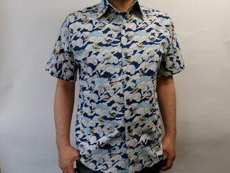 半袖和柄シャツ(波に猫サーフィン)の画像