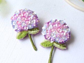 <再販>ほんのりブルーとピンクの紫陽花、オートクチュール刺繍のブローチ、shibasakiさんの画像