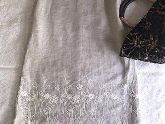 リネン裾刺繍ノースリーブワンピースの画像
