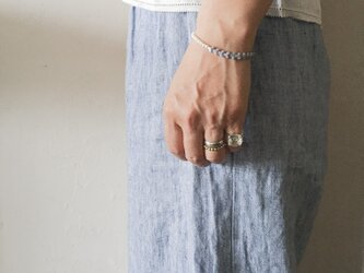 紫陽花ブレス:パープル | フランス製ヴィンテージガラスビーズとホワイトスフレのブレスレット(TJ10979)の画像