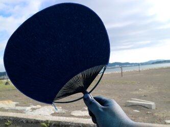 房総の海風を送る:藍染房州うちわの画像