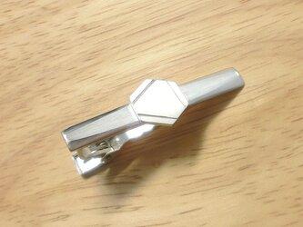 ベンゼン環のシルバーネクタイピンの画像