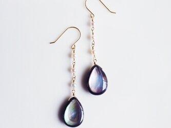 K10黒蝶貝を真珠で紡いだロングピアス ~Reineの画像