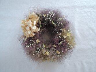 煙と紫陽花のリースの画像