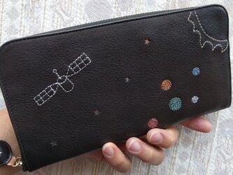 刺繍革財布『宇宙』黒×Colors(牛革)ラウンドファスナー型の画像