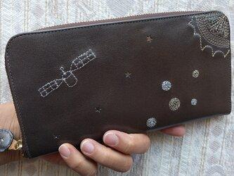 刺繍革財布『宇宙』ダークグレイパール×1tone(ゴート革)ラウンドファスナー型の画像