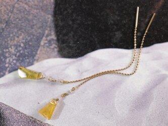 k18・ダイヤとトルマリンのアメリカンピアスの画像
