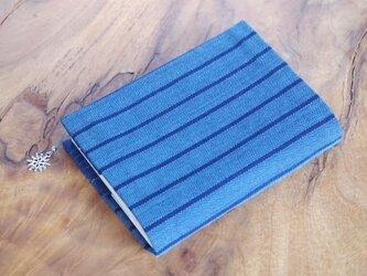 藍色手織り しましまブックカバー③ 栞+雪のチャーム付き 文庫本サイズ(サイズ一定) の画像