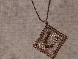 アルファベット ビーズ チャーム Vの画像