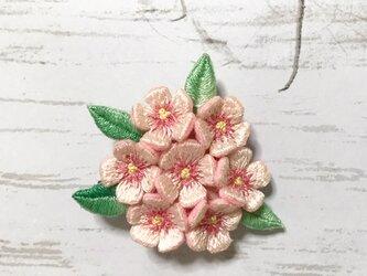 小花の手刺繍ブローチ(ピンク)の画像