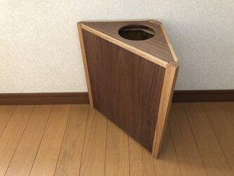 三角形の木製ゴミ箱 タモとウォールナットの画像