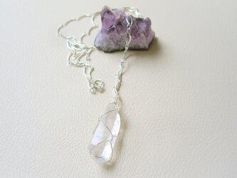 水晶ポイントのロングネックレス の画像