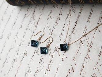【K10】宝石質ロンドンブルートパーズの一粒ネックレス(プリンセスカット)の画像
