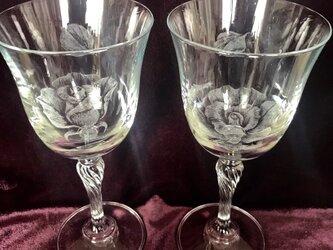 薔薇のペアワイングラス〜手彫りガラス〜の画像