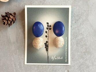 no/33 ブルーの陶器とラタンボールの2wayピアスの画像