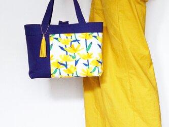 一点もの!花柄黄色タンポポ柄と紺無地のトートバッグの画像
