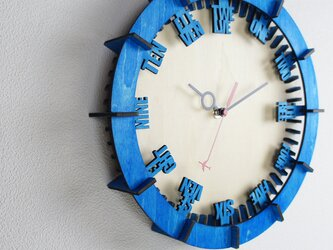 「モダン(英語)」木製掛け時計の画像