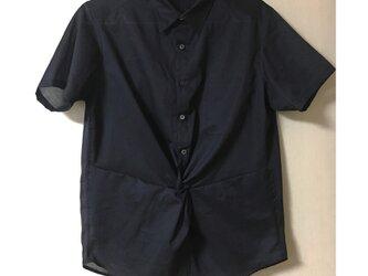 数量限定!ユニセックスで着られるブラック◆ツイストシャツ (Twist shirt)の画像