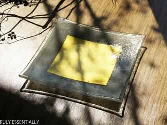 ガラスの角皿 -「 金色のガラス 」● 19cm角・金色の画像