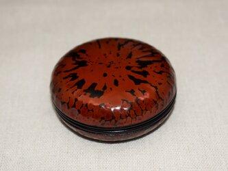 香合     鎌倉彫黒漆朱漆砥出の画像