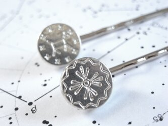 ヘアピン2本セット 星模様のメダルチャームの画像