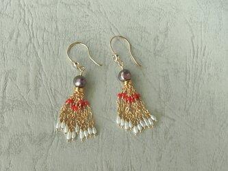 珊瑚と真珠の耳飾りの画像
