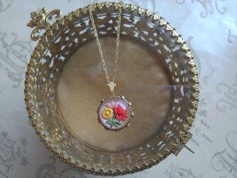 ヴィンテージ Three flowers/GlassButton ネックレスの画像