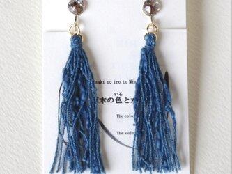 Japan blue 藍染糸タッセル 浅葱色 イヤリングの画像