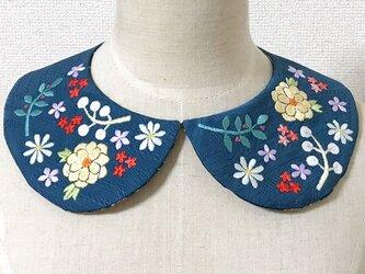 着物地の手刺繍つけ襟(深縹色)の画像