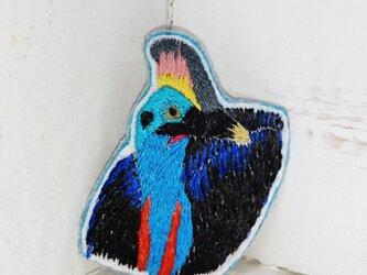 ヒクイドリさんの肖像*刺繍ブローチの画像