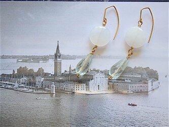 フローライト・ホワイトカルセドニーフックピアスの画像