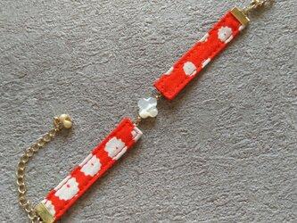 着物(万寿菊)と白蝶貝(花びら)のブレスレットの画像