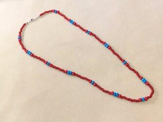 赤と青の天然石を使ったネックレス Hの画像