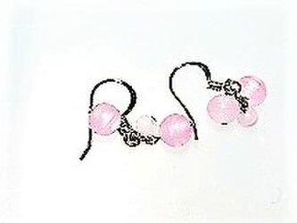 ★【フックピアス】ガラスビーズ・ピンク・3粒★の画像