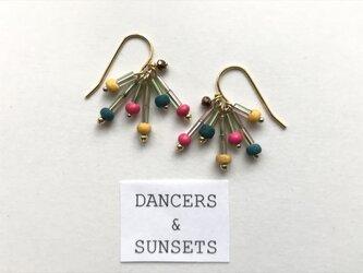 〈Tiny Dancers:DRIED FLOWERS 〉ヴィンテージビーズ  レトロカラーピアスの画像