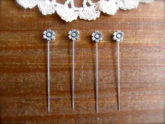 シルバーメタルビーズの待ち針 4本セット  フラワーの画像