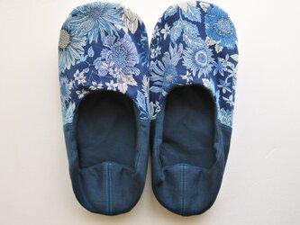 薄型 ルームシューズ バブーシュ スリッパ 夏の花 ブルー・ネイビー コットン リネン Aの画像