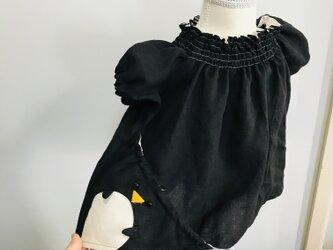 KIDS80-100 リネン100% ペンギンの巾着ポッケのスモック 黒の画像