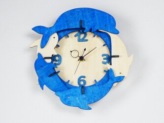 「イルカ」木製掛け時計の画像